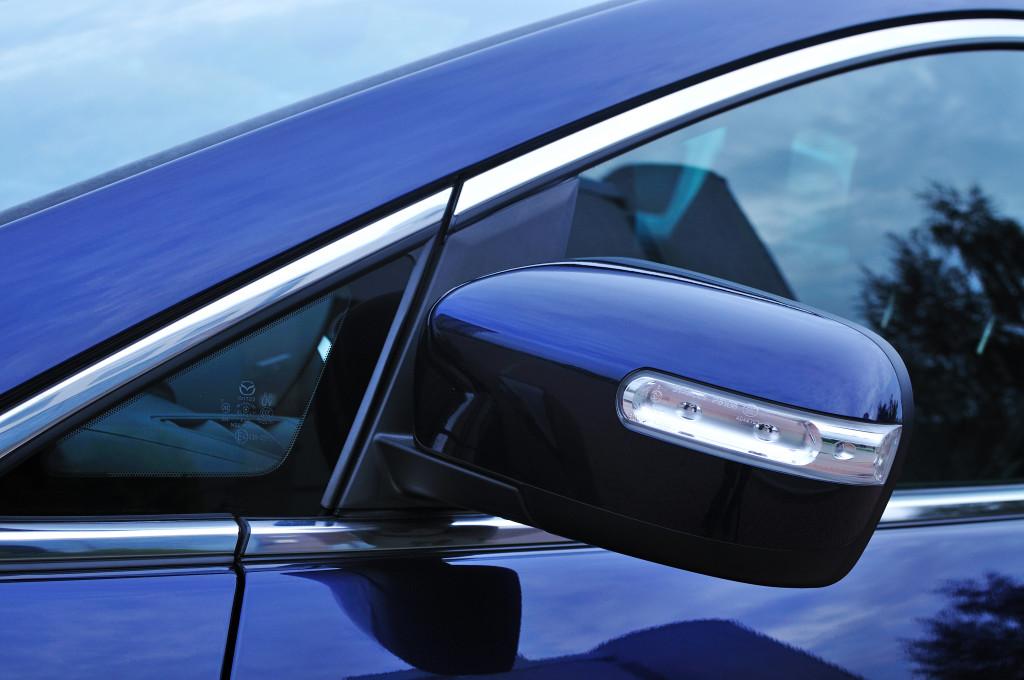 Dobry lakiernik samochodowy i blacharz samochodowy to pewność dokładnego wykonania naprawy powypadkowej Mazdy