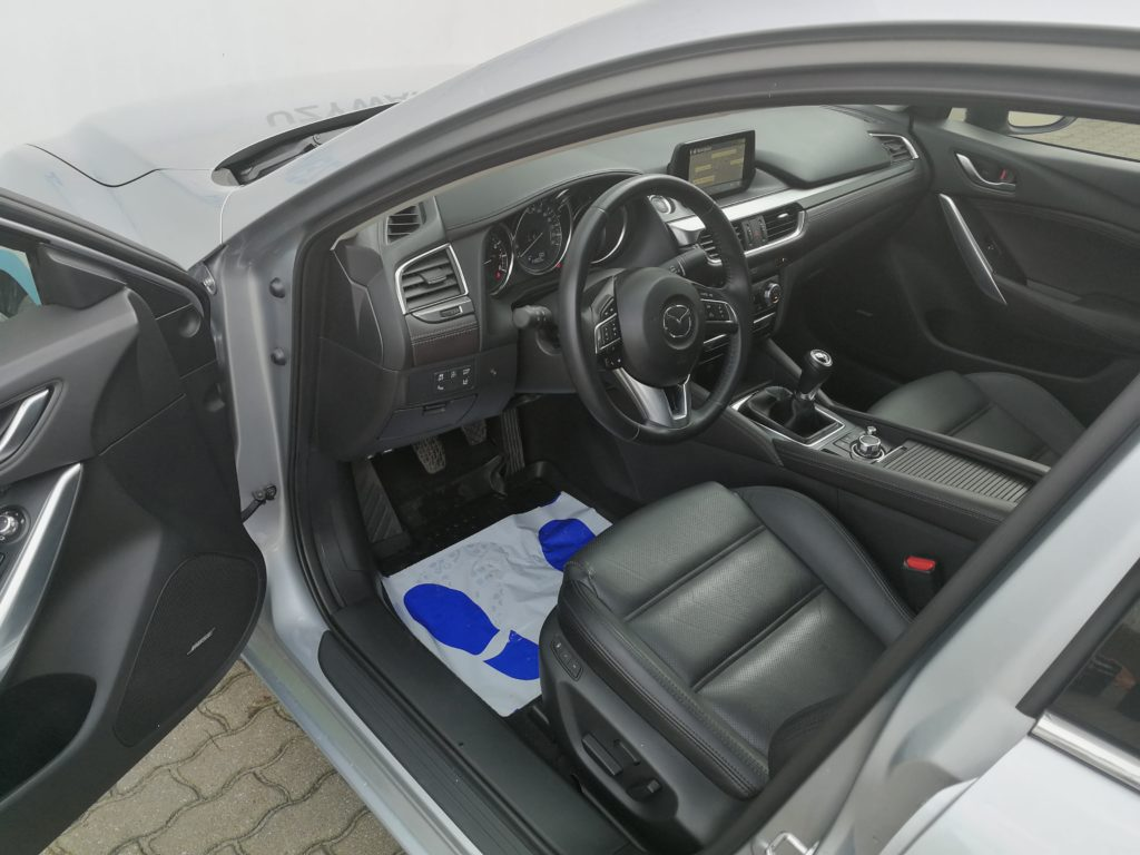 Mazda 6 Skypassion - wyciszanie drzwi Mazdy 6