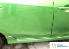 naprawa blacharska Białystok, Warszawa, Ełk, SztukaLakierowania - zielone auto do naprawy blacharsko-lakierniczej, niewielka naprawa na drzwiach na dole, w okolicy progu