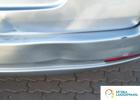 naprawa blacharska - lekko wgnieciony tył samochodu, ktoś za bardzo podjechał i uderzył, zdarzenie na parkingu