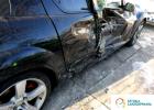 Likwidacja szkody komunikacyjnej czyli uszkodzenie, wgniecenie drzwi pojazdu Mazda. Naprawa wykonana przez Sztuka Lakierowania.